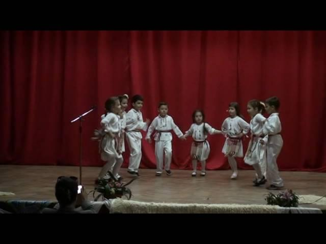 Un grup de copii, de grădiniţă, au uimit juriul de DANS POPULAR DOBROGEAN