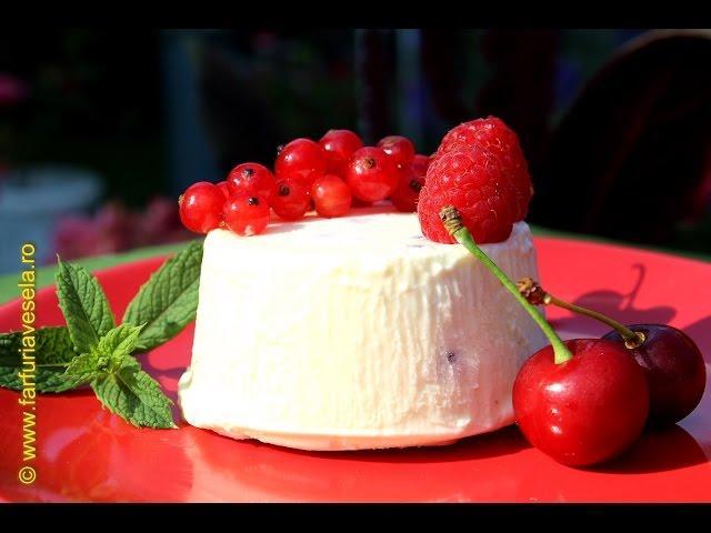 Rețetă desert: Parfait cu zmeură, coacăze și vișine (video)