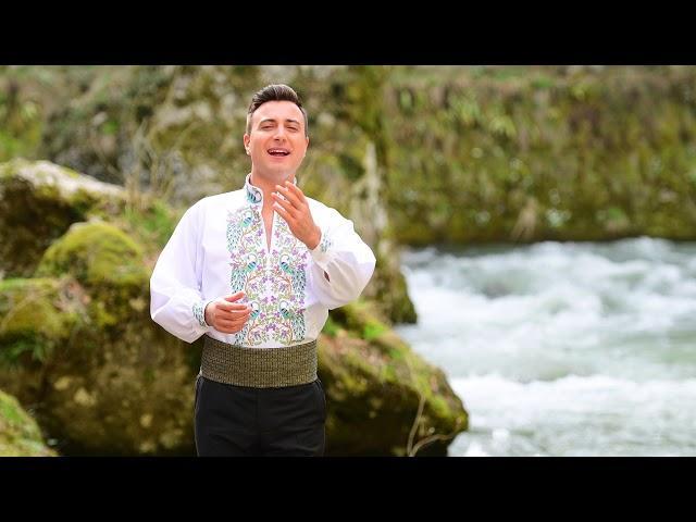 Valentin Sanfira - Sunt ca bradu'n munţi de piatră