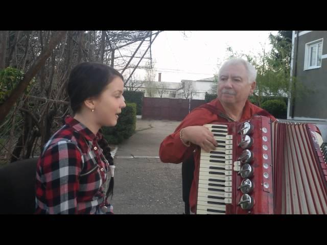 Anamaria Lăcătuș - O bătrână într-o gară