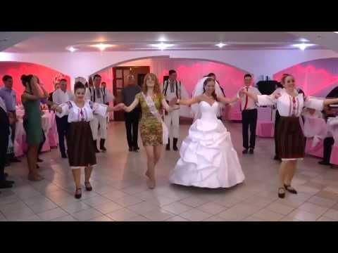Cel mai frumos dans al mirilor la o nuntă moldovenească